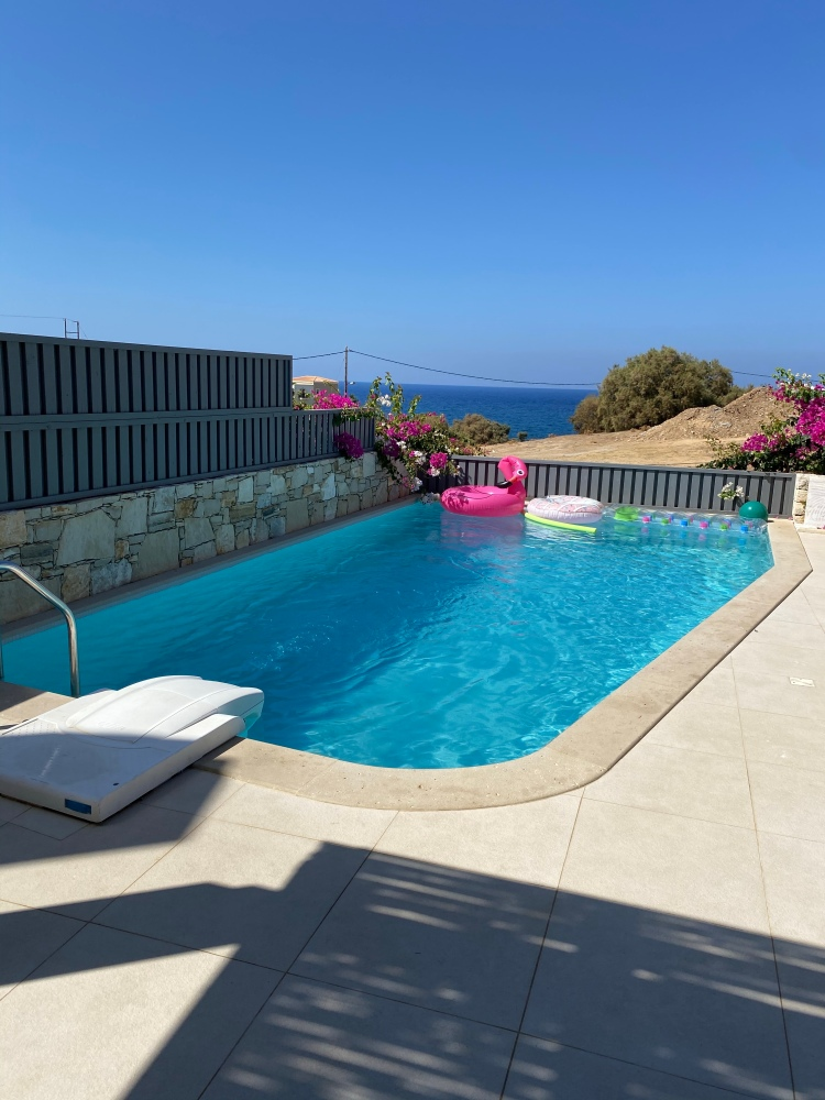 The gorgeous pool with a view of the sea