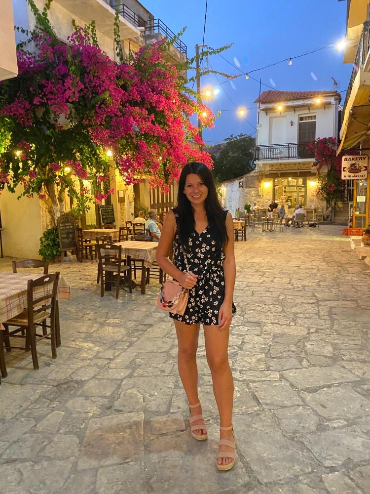 Beautiful O'Makis taverna behind me